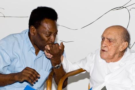 Pelé y Oscar Niemeyer