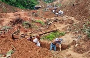 víctimas de deslizamiento de tierra