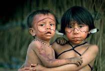 Niños yanomamis