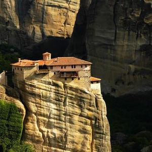 casa sobre las rocas