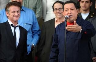 Sean Penn y Hugo Chávez, en Miraflores, el 5 de marzo de 2011. Foto: AFP