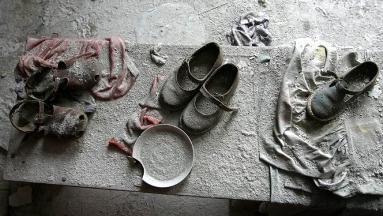 La evacuación inmediata de los pobladores de Chernobyl y Pripyat privó a muchos de recoger sus pertenencias. Dos décadas después siguen en el mismo sitio sin saber de sus dueños.