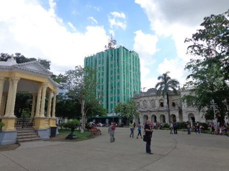 Una vista más amplia del Parque de Santa Clara.