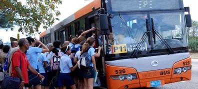 La difícil situación que afronta el transporte provoca aglomeraciones y malos ratos.