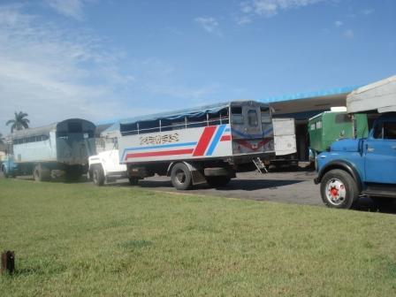 Camiones en la Terminal de Ómnibus de Santa Clara, Villa Clara, Cuba