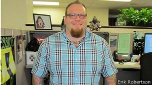 Robertson querría tener más tatuajes pero no lo hace para no ahuyentar clientes conservadores.