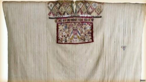 Especialistas creen que esta blusa adornada, o huipil, perteneció a La Malinche.