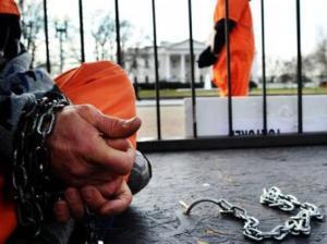 Las torturas a los prisioneros en la ilegal base naval de Guantánamo han sido motivo de múltiples cuestionamientos internos y externos a la administración de Obama. Foto: AFP