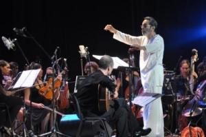 Leo Brouwer, durante el Concierto de los Ancestros, en la clausura del VI Festival Leo Brouwer, en el teatro Karl Marx, en La Habana, Cuba, el 12 de octubre de 2014. AIN FOTO/Yander ZAMORA